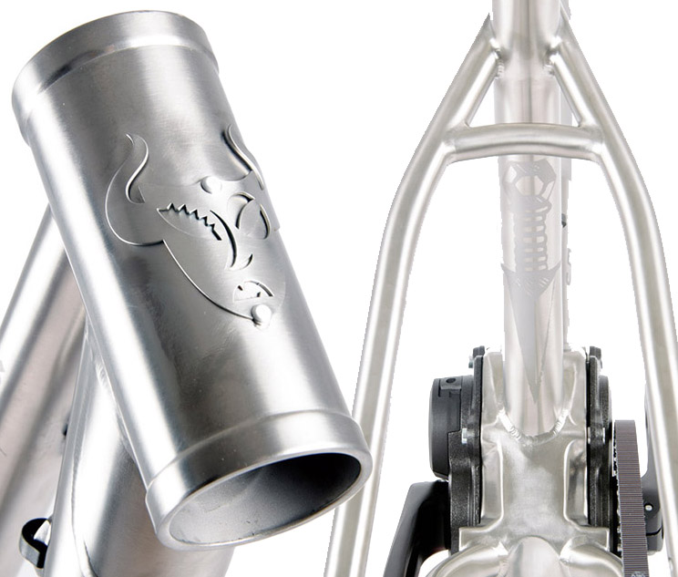 headbadge y logo seat post lacrau